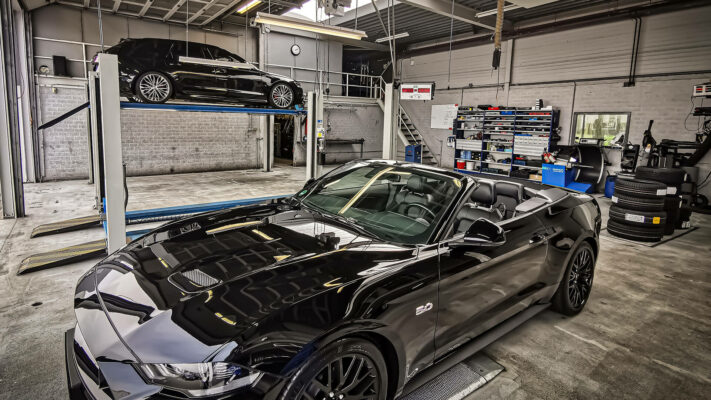 Ford Mustang bij Automotive Center Oudewater